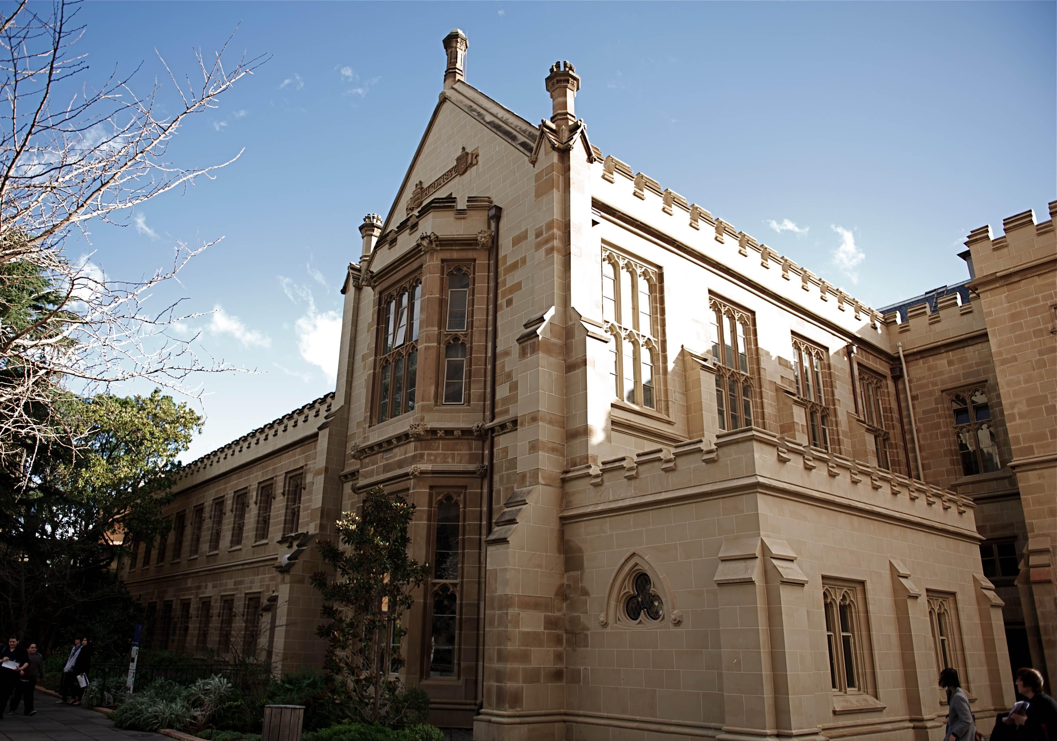 Melbourne_University_grand_building