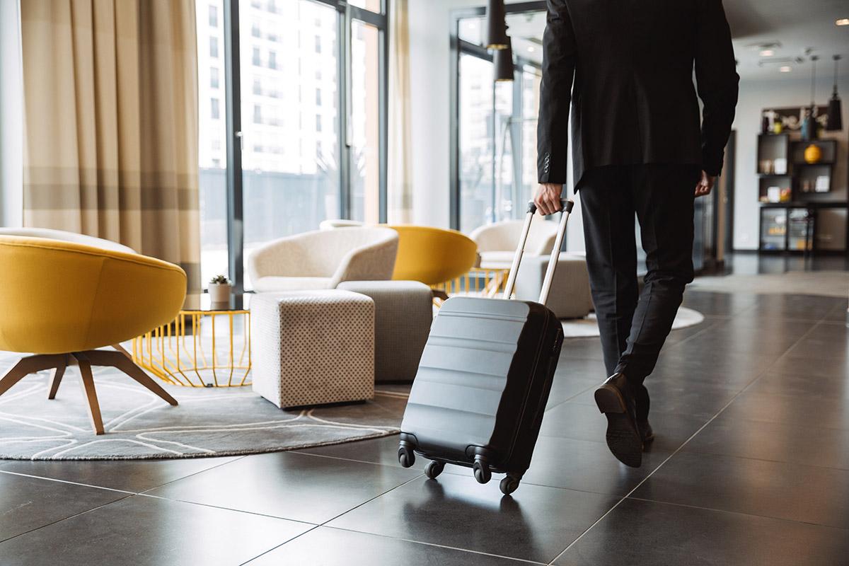 hotel-guest-rolling-in