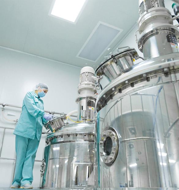 lab-worker-giant-tankks