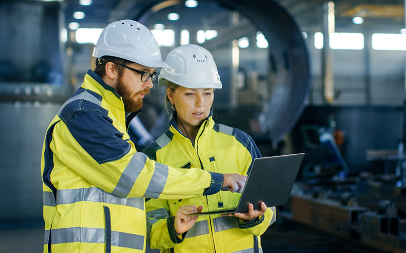 workers-in-safety-gear-using-laptop